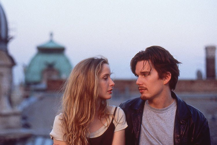 Ethan Hawke, Julie Delpy are posing for a picture