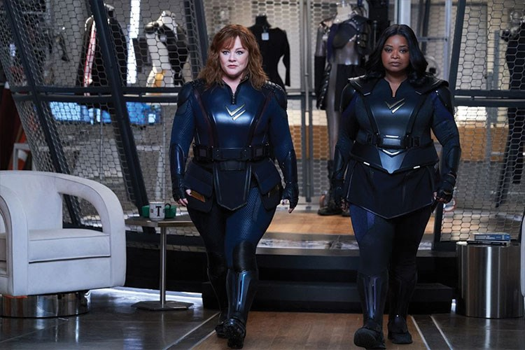 Octavia Spencer, Melissa McCarthy are posing for a picture