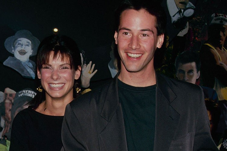 Keanu Reeves, Sandra Bullock are posing for a picture