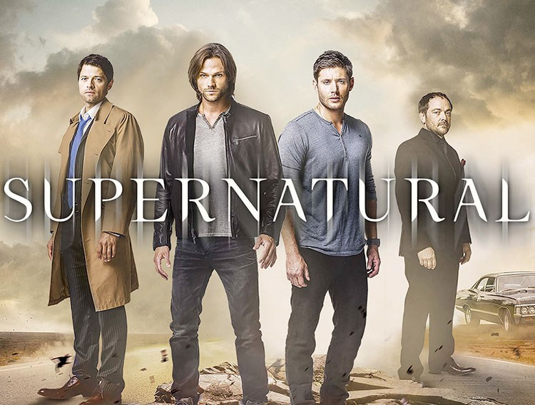 Jensen Ackles, Jared Padalecki, Misha Collins, Mark Sheppard are posing for a picture