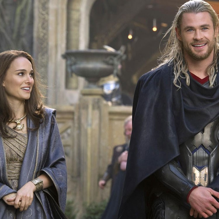 Chris Hemsworth, Natalie Portman are posing for a picture