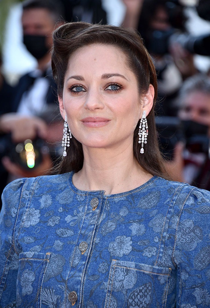 Marion Cotillard with earrings smiling