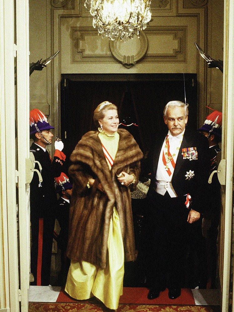 Prince Rainier of Monaco, Grace Kelly are posing for a picture