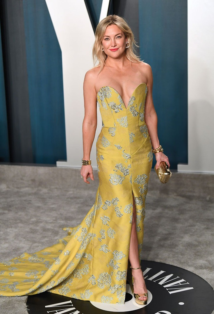 Kate Hudson in a yellow dress