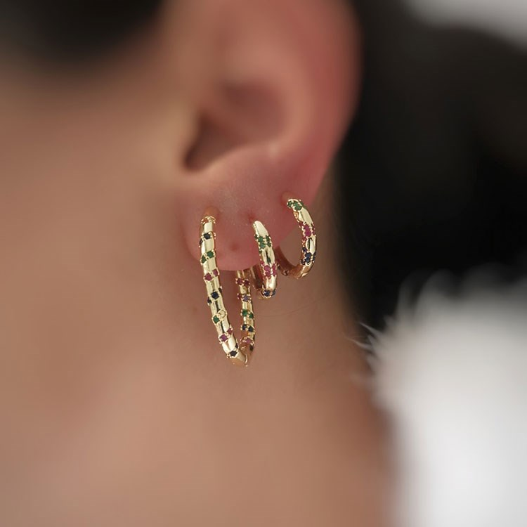 a close-up of a woman's ear with a necklace