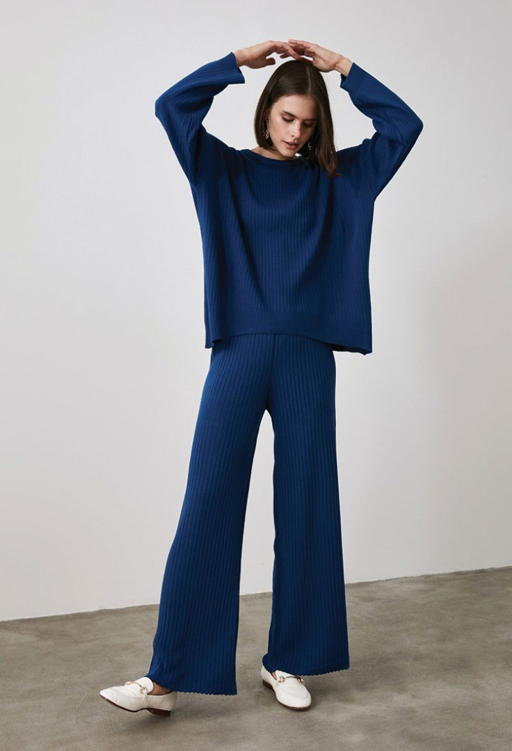 a person in blue pants