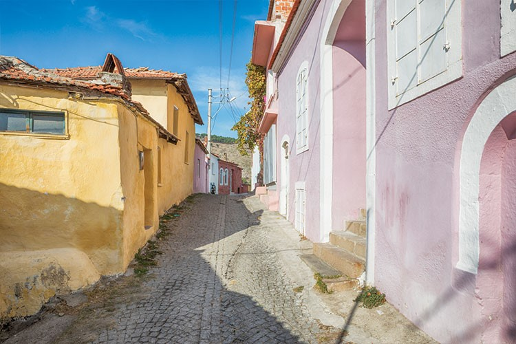 a narrow street with buildings on both sides