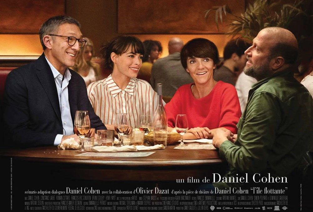 Vincent Cassel, Florence Foresti, Berenice Bejo sitting at a table with drinks